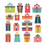 Satz verschiedene Geschenkboxen Flaches Design Buntes eingewickeltes Geschenk Stockfoto