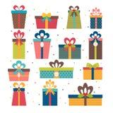 Satz verschiedene Geschenkboxen Flaches Design Weihnachtspakete - Weihnachtsgeschenk Co Stockbilder