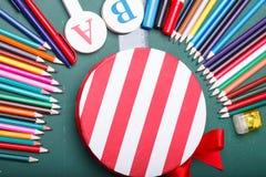 Satz verschiedene Schuleinzelteile, Vektorillustration Lizenzfreie Stockbilder