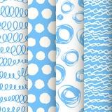 Satz von 4 blau und von nahtlosen Mustern des weißen Gekritzels Lizenzfreies Stockfoto