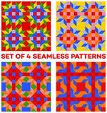 Satz von 4 bunten geometrischen nahtlosen Mustern mit Raute, Dreiecken und Quadraten von blauen, grünen, orange, gelben und roten Stockfotos
