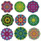 Satz von 9 bunten runden Verzierungen, Kaleidoskop mit Blumen Stockfoto