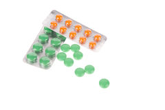 Satz von den Pillen und von geöffneter Blase lokalisiert über weißem Hintergrund Lizenzfreie Stockfotografie