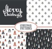 Satz von drei nahtlosen Mustern des Vektors mit stilvollen Weihnachtsbäumen und frohen Weihnachten Lizenzfreies Stockbild