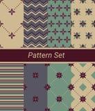Satz von 8 einfachen Blumen- und geometrischen Mustern Stockfotografie