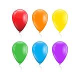 Satz von 6 Farben des Regenbogens steigt mit Threads im Ballon auf Stockfotografie