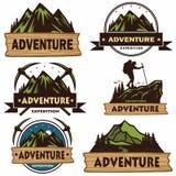 Satz von kampierenden Logos, von Schablonen, von Vektor-Gestaltungselementen, Abenteuer-Bergen von im Freien und von Forest Exped stock abbildung