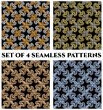 Satz von 4 luxuriösen nahtlosen Mustern mit goldener, silberner, Bronze- und blauer metallischer Fractalverzierung auf schwarzen  Stockbilder