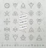Satz von minimalen einfarbigen geometrischen Retro- Insignien und von Firmenzeichen Lizenzfreie Stockfotos