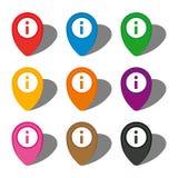 Satz von neun bunten Kartenzeigern mit Informationsikone im weißen Kreis und mit Schatten Stockbild