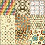 Satz von neun Retro- geometrischen nahtlosen Mustern mit Kreisen Lizenzfreies Stockbild