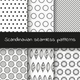 Satz von 6 skandinavischen nahtlosen Schwarzweiss-Mustern Lizenzfreies Stockfoto