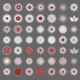 Satz von 49 transparenter hellroter und weißer abstrakter geometrischer Blumenlogoschablone auf grauem Hintergrund Abstrakte Ikon Stockfotos
