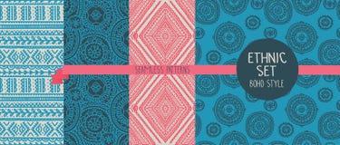 Satz von vier abstrakten nahtlosen Mustern, Gekritzelverzierungen Lizenzfreie Stockbilder