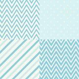 Satz von vier blau und von weißen nahtlosen geometrischen Mustern Auch im corel abgehobenen Betrag Stockbild