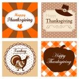 Satz von vier netten Danksagungskarteneinladungen. Vektorillustrationen. Herbst, Fallornamentrahmen Stockfotos