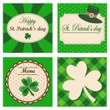 Satz von vier St Patrick Tageshintergründen, Einladungsmenü-Grußkarten, Illustration Stockfotos