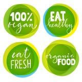 Satz von vier vegetarischen Aufklebern mit Beschriftung Gesunde Lebensmittelaufkleber Lizenzfreie Stockfotografie