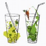 Satz von zwei Cocktails gezeichnet auf quadratisches Notizbuchpapier. Vektor illustartion Stockfotografie
