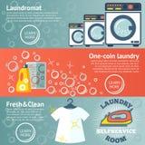 Satz Wäschereifahnen mit Waschautomaten, Reinigungsmitteln, Eisen und Kleidung Vektor lizenzfreie abbildung