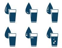 Satz Wasserglas mit Tropfen Stockbilder