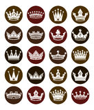 Satz weiße königliche Kronen 3d Majestätische klassische Symbole, Stockbilder