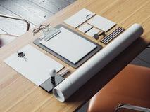 Satz weiße Elemente des Geschäfts auf dem Tisch 3d Stockbild