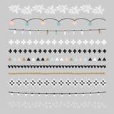 Satz Weihnachtsgrenzen, Bürsten Parteidekorationen mit Weihnachtslichtern, gestrickte Muster Lokalisierte Gegenstände Stockfotos