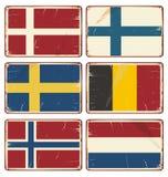 Satz Weinlesemetallschilder mit Flaggen lizenzfreie abbildung