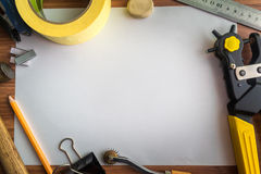 Satz Werkzeuge Schusterarbeitsplatz Stockfotografie