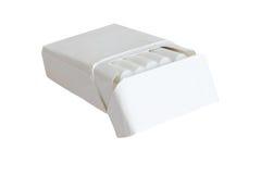 Satz Zigaretten mit weißer Farbe des Filters lokalisiert auf Weiß Stockfoto