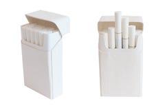 Satz Zigaretten mit weißer Farbe des Filters lokalisiert auf Weiß Stockfotos