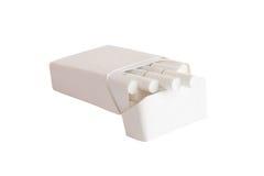 Satz Zigaretten mit weißer Farbe des Filters lokalisiert auf Weiß Stockbilder
