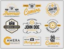 Satz zwei Tonfarbphotographie- und Kameraservice-Logoinsignien entwerfen Lizenzfreie Stockfotos