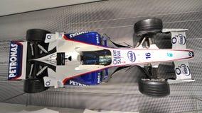 Sauber BMW 2006 F1汽车在墙壁登上了在BMW博物馆 免版税图库摄影