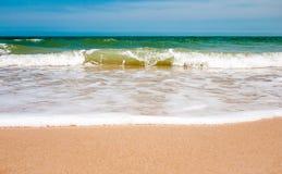 Ankommende Welle im Meer Lizenzfreie Stockfotografie
