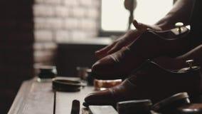 Saubere Vorlagenstiefel der Schuhe stock footage