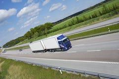Sauberer LKW-Transport auf Datenbahn lizenzfreie stockbilder