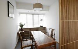 Sauberer und eleganter persönlicher Büroraum Lizenzfreie Stockbilder