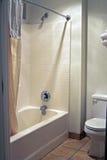 Sauberes und einfaches Badezimmer Stockbilder