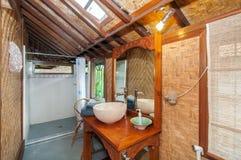 Sauberes und einzigartiges Badezimmer Stockbilder