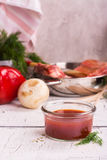 Sauce à BBQ dans un pot en verre Image stock