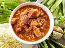 Sauce à immersion de piment de crabe d'oeufs avec le légume Une immersion ou une sauce d'accompagnement est un condiment commun p Image libre de droits