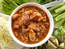 Sauce à immersion de piment de crabe d'oeufs avec le légume Une immersion ou une sauce d'accompagnement est un condiment commun p Photos stock