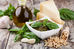 Sauce à Pesto de basilic Photographie stock