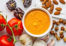 Sauce à Romesco Préparé avec des poivrons, des amandes, des noisettes, l'ail et la tomate de Nora photographie stock libre de droits