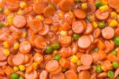 Sauce chili avec la saucisse de proc pour le dessus sur des spaghetti Image libre de droits