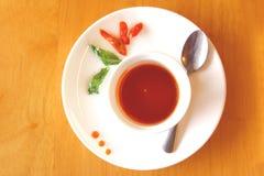 Sauce chili sur le plat blanc Images stock