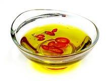 Sauce dans un récipient en verre sur le fond blanc Image stock