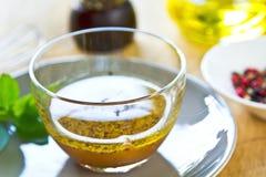 Sauce salade faite maison image libre de droits